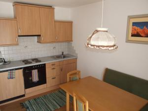 Een keuken of kitchenette bij Landhaus Heim