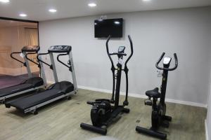 The fitness center and/or fitness facilities at Sleep Inn Galleria Campinas