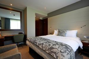 A bed or beds in a room at North Lakes Hotel and Spa