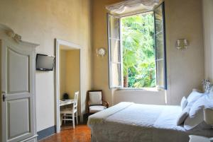 A bed or beds in a room at Villa Cavadini Relais