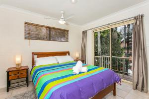 A bed or beds in a room at Fiesta Palms 6 - Central Byron Bay