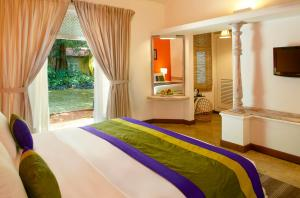 A bed or beds in a room at Hotel Sigiriya