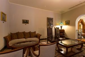 A seating area at Hotel Monterey La Soeur Osaka