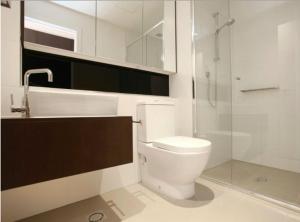 A bathroom at Beaumont Kew Apartments