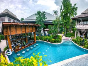 The swimming pool at or near Chaweng Garden Beach Resort