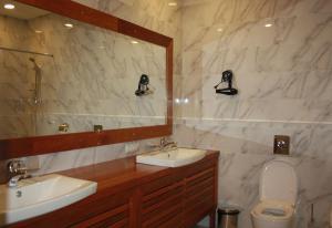A bathroom at DEM Hotel