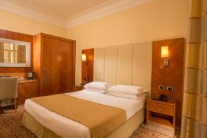 A bed or beds in a room at Suite Opera Rooms