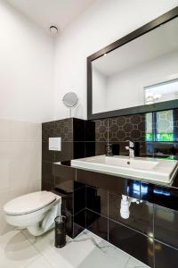 A bathroom at Apartamenty 49