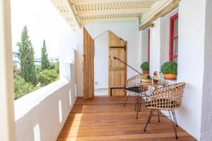 A balcony or terrace at Naxos Kalimera Apartments