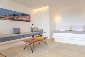A seating area at Naxos Kalimera Apartments