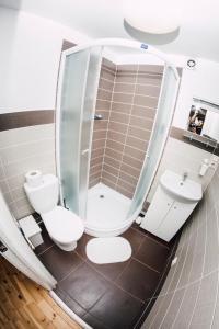 A bathroom at Lake House Resto