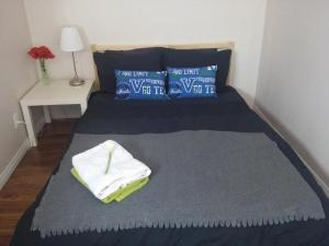 A bed or beds in a room at Winnipeg Homestay