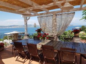 A balcony or terrace at b&b Dea Fortuna