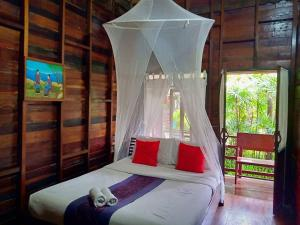 A bed or beds in a room at Namkhong Guesthouse and Resort