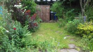 A garden outside Lovely Victorian house - Lichfield City Centre