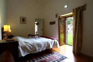 A bed or beds in a room at Quinta de Pindela - Natureza e Tradicao