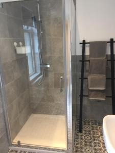 A bathroom at Bush House Accommodation - The Diamond