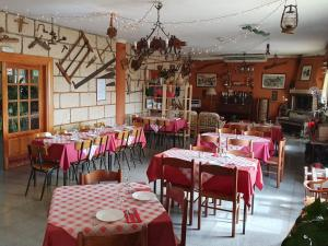 A restaurant or other place to eat at Hotel El Sombrerito