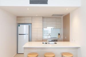 A kitchen or kitchenette at High Floor Ocean View Suites Broadbeach