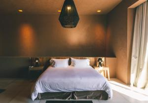 A bed or beds in a room at Rosell Boher Lodge