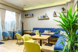 A restaurant or other place to eat at City Avenue Hotel by HMG