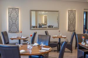 A restaurant or other place to eat at Links Country Park Hotel