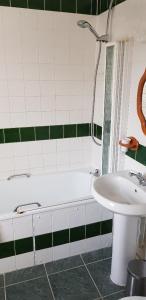 A bathroom at The New Inn