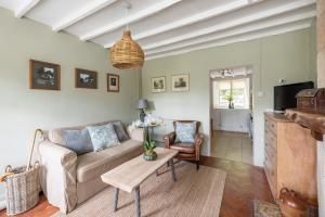 A seating area at Fishermen's Retreat - Self Catering