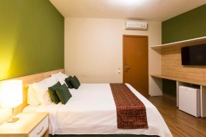 A bed or beds in a room at Hotel Vila Rica Campinas