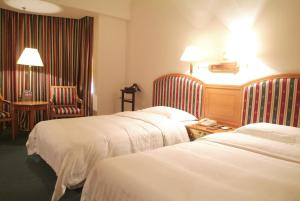 A bed or beds in a room at Rosedale Hotel & Suites Guangzhou