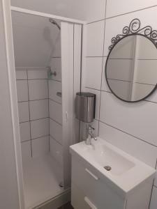 Ein Badezimmer in der Unterkunft Gasthaus Duther Schleuse