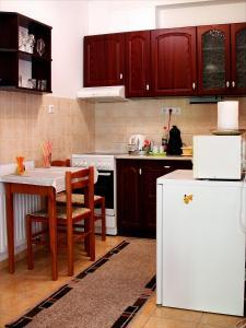 A kitchen or kitchenette at Inci apartman