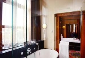 A bathroom at Grand Hotel Amrâth Amsterdam