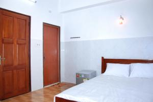 A bed or beds in a room at Dimpless Homestay