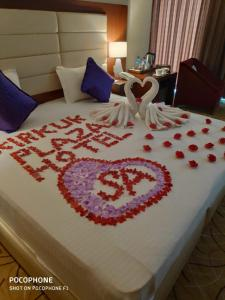 A bed or beds in a room at Kirkuk Plaza Hotel