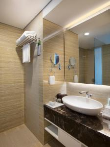 A bathroom at Best Western Premier Panbil