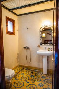 A bathroom at Toubkal Ecolodge