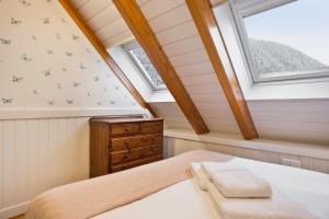 A bed or beds in a room at Luderna - Dúplex Cap de Aran D3