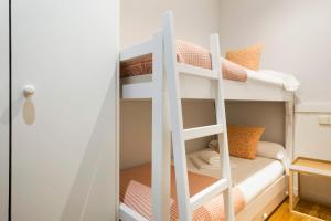 A bunk bed or bunk beds in a room at Luderna - Dúplex Cap de Aran D3