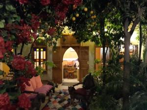 A restaurant or other place to eat at Riad Jnane d'Ô