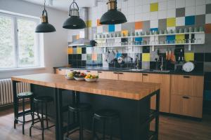 A kitchen or kitchenette at Patio Hostel