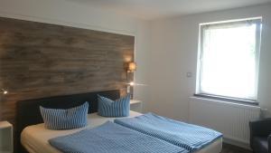 Ein Bett oder Betten in einem Zimmer der Unterkunft Hotel Wald & Meer