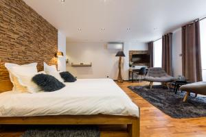 A bed or beds in a room at Les suites sainte claire