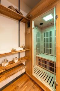 A bathroom at Les suites sainte claire