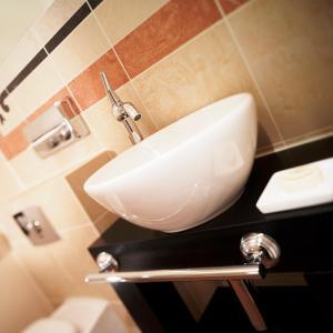 A bathroom at Turm Hotel