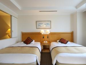 A bed or beds in a room at Wishton Hotel Yukari