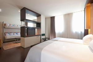 Letto o letti in una camera di Hotel Barcelona Condal Mar Affiliated by Meliá