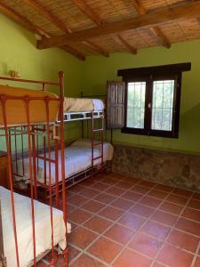 A bunk bed or bunk beds in a room at Casas en Cachi