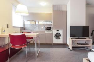 Küche/Küchenzeile in der Unterkunft EMA House Serviced Apartments Seefeld