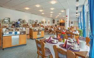 A restaurant or other place to eat at Paulin Hotel Trier